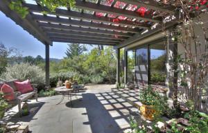 250 Cervantes patio